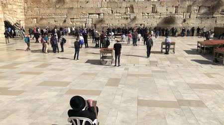 wailing wall : Western Wall or Wailing Wall or Kotel in Jerusalem. People come to pray to the Jerusalem western wall. The Wall is the most sacred place for all jews Stock Footage