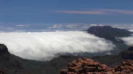 kanarya adaları : La Palma, Canary Islands. Timelapse of the rare and famous cloud phenomena where the clouds fall down over the mountain ridge Cumbre Nueva like a waterfall.