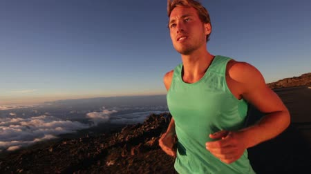 kimerül : Male runner - running man athlete jogging outside. Male jogger trail running exercising for marathon. Handsome fit Caucasian fitness model in his 20s on volcano, Big Islands, Hawaii, USA.