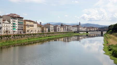 florencja : Florence city and river Arno, Italy, Tuscany. Summer day italian scene of Firenze cityscape.
