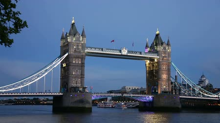 wielka brytania : London - Tower Bridge and River Thames near Tower of London at night, London, England, United Kingdom.