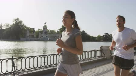 kimerül : Runners jogging running in Madrid El Retiro city park. Exercising woman and man runner training on jog living healthy lifestyle in Buen Retiro Park, Parque el Retiro in Madrid, Spain, Europe.
