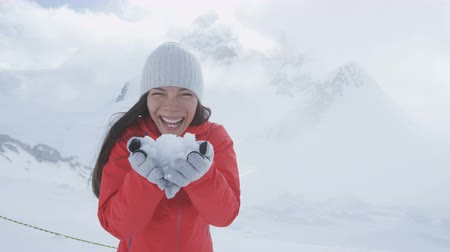 švýcarský : Happy woman having fun showing holding snow on Jungfrau in Swiss alps Switzerland next to Aletsch glacier. Snow in summer in the Alps. Female hiker looking at camera. Dostupné videozáznamy