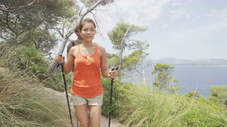 mężczyźni : Hikers hiking in Mallorca, mediterranean Europe. Young adults couple walking in beautiful nature landscape on the coast of Mallorca, Balearic Islands, Spain. Famous European destination Wideo