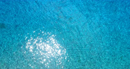 Тихий океан : Ocean Aerial view turquoise blue sea water. High angle view of clear beautiful lagoon water in South Pacific Ocean in French Polynesia, Tahiti.