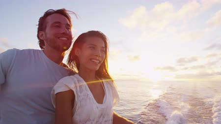 żaglówka : Romantic couple enjoying sunset over the ocean on cruise ship sailing on open sea. Woman and man in love on boat travel sailing during vacation.
