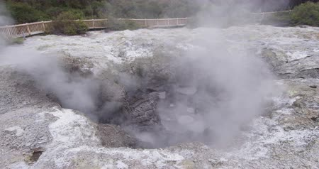 wai o tapu : New Zealand travel, Tourist attraction famous travel destination on North Island, geothermal pools and mudpots at Waiotapu, Rotorua, New Zealand. Stock Footage