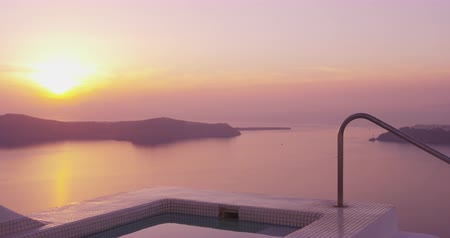 джакузи : Travel Vacation Luxury Sunset View And Spa Pool From Santorini Resort Hotel, Holidays travel background from Santorini, Greek Islands, Greece. RED EPIC SLOW MOTION.