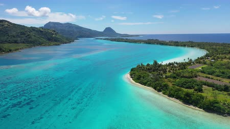 atol : Aerial drone view of French Polynesia Tahiti island Huahine and Motu coral reef lagoon and Pacific Ocean. Tropical paradise. Stok Video