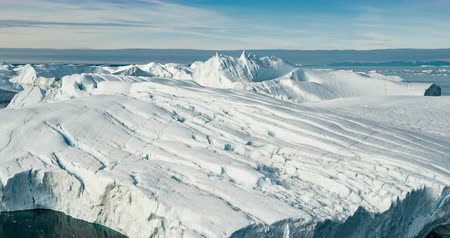 polo nord : Arctic icebergs in Greenland, drone view. Global warming concept.