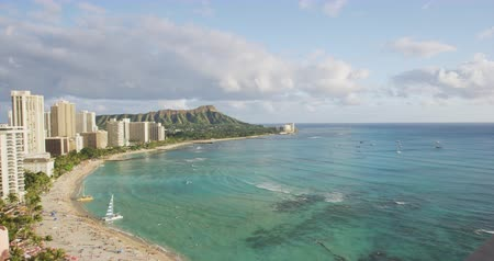 Оаху : Honolulu city of Diamond Head and Waikiki beach landscape. Hawaii travel. Slow motion.