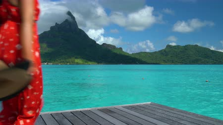 bungaló : Bora Bora island luxury resort hotel woman relaxing at view of Mt Otemanu in Tahiti, French Polynesia Honeymoon travel destination for summer vacation.