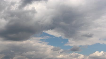 homály : Dark clouds in the sky. Among the dark clouds you can see the blue sky. Flying birds are visible in the distance. Gloomy weather. Cloudy landscape.