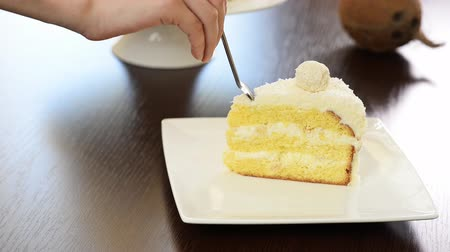 pralina : Eat Sliced delicious cake