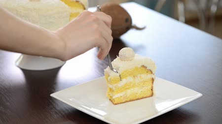 pralina : Eat Sliced ??delicious cake