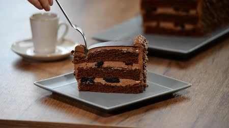 šotek : Eat a delicious piece of chocolate cake