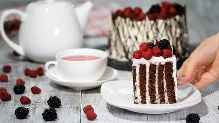 tea bag : Trendy rustic vertical roll high cake with chocolate, vanilla cream and berries.