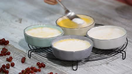 brulee : Homemade creme brulee recipe. Sprinkle with sugar.