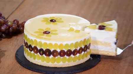 vanilya : Piece homemade mousse cake with grapes.