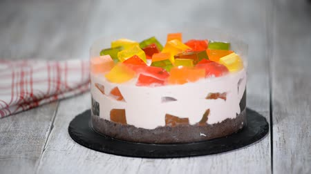 vanilya : Making cake with colorful fruity jelly pieces. Stok Video