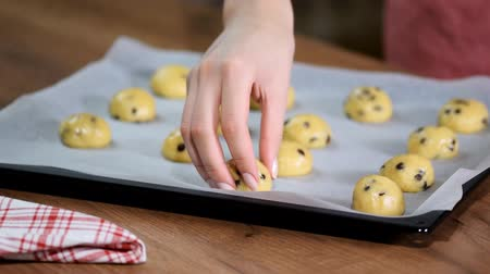 fıstık : Raw cookie dough on a baking tray with parchment paper