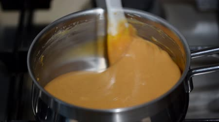 Бостон : Liquid caramel in a saucepan