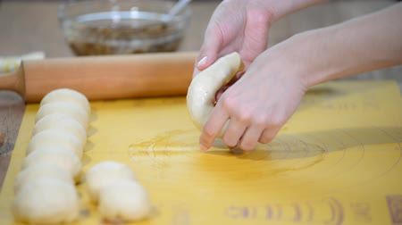 cuisine dark : Making homemade heart-shaped sweet bun. Cooking process.
