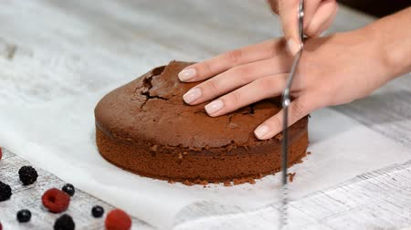 kitchen paper : Cutting Cake on Layers. Making Chocolate Layer Cake.