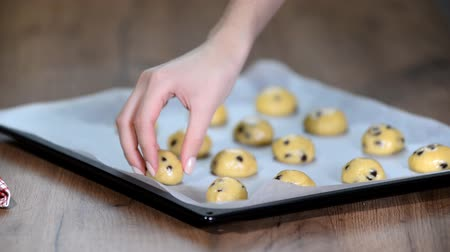 kraker : Preparing cookies for baking. The process of working in the kitchen.