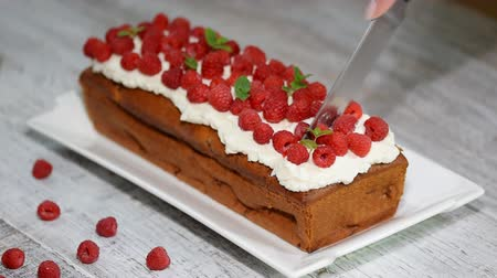 sugar loaf : Homemade pound cake with raspberries filling Stock Footage