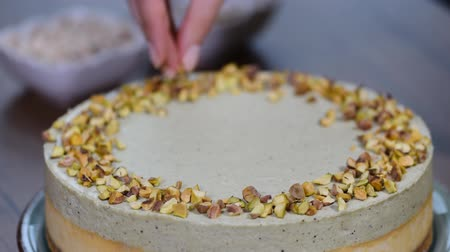 pistacje : Homemade pistachio cheesecake. Sweet food. Wideo