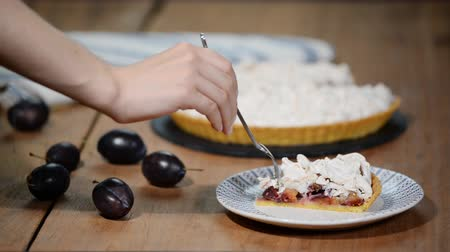 çırpılmış : Piece of summer plum the cake with meringue