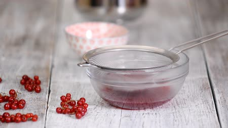 megőriz : Cooking Red Currant Jelly from red currants. Sweet natural homemade sugar dessert. Stock mozgókép