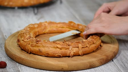 çırpılmış : Confectioner woman makes Paris Brest in the kitchen. Choux pastry eclair cake Paris Brest. Series