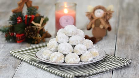 покрытый : Traditional Christmas snowballs cookies, biscuits covered sugar powder. Sprinkle cookies with powdered sugar. Christmas New Year festive ornament decorations. Стоковые видеозаписи