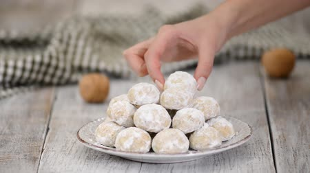kaplanmış : Traditional Christmas snowballs cookies, biscuits covered sugar powder. Stok Video