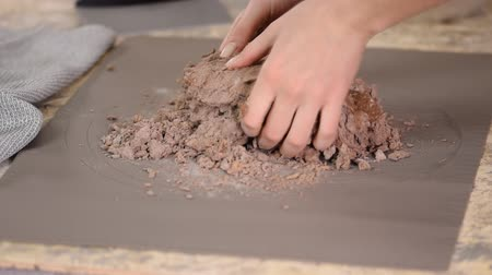 bafat : Close up of female hands kneading raw chocolate dough at home for cake. Dostupné videozáznamy