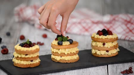 смородина : French dessert millefeuille of puff pastry and custard cream.
