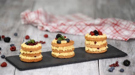 bafat : French dessert millefeuille of puff pastry and custard cream.