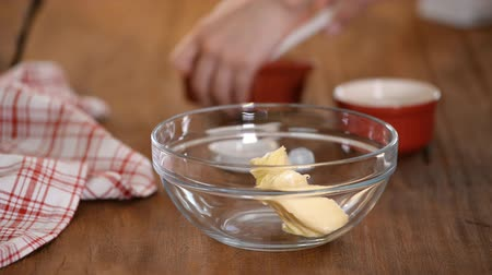 chicote : Mixing Sugar And Butter In A Glass Bowl.
