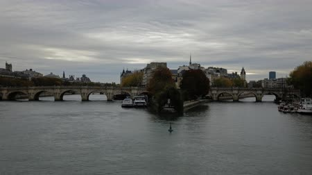 リベット : Morning time lapse at Paris France Bridge of Arts with the island of the city and Bridge of Concord view with passing boats