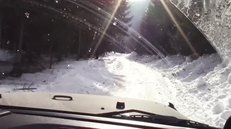 sujo : Off road vehicle driving through a rough terrain covered with snow in the forest