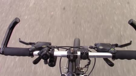 arriscado : Bicycle riders perspective while driving with no hands attached to the handlebars
