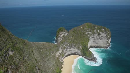 tyrkysový : Kelingking beach from the top in Nusa Penida