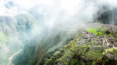ruiny : Machu Picchu, the ancient Inca city in the Andes, Peru Wideo