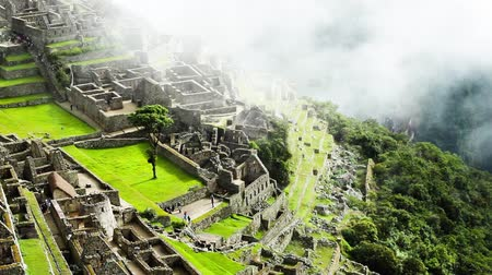Анды : Machu Picchu, the ancient Inca city in the Andes, Peru Стоковые видеозаписи