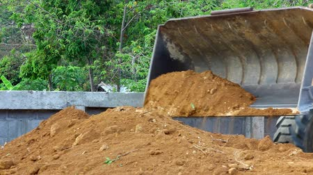 decadência : Earthmover dozer doing earthmoving works outdoors. Video Vídeos