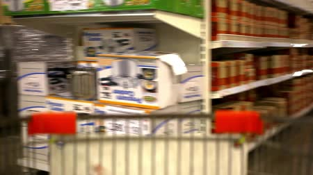 bevásárlókocsi : customers bought goods and trolley rides to the checkout. Video shift motion time lapse speed up