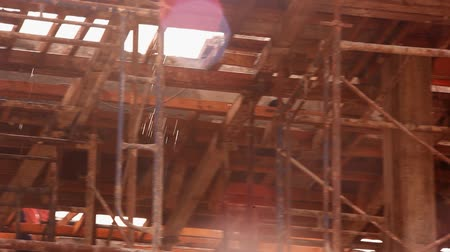 çatılar : KOH SAMUI, THAILAND - JUNE 21: Water leak in house under construction. Video shift motion Stok Video