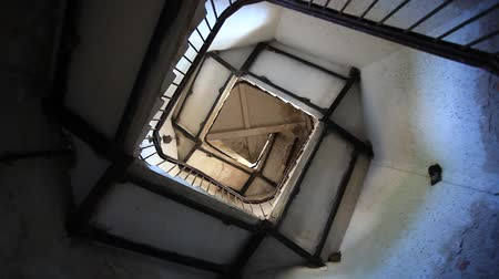 ayrıntılar : Upside view of spiral stairway case in lighthouse Stok Video